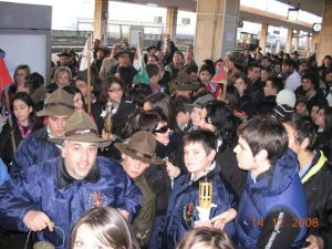 Folla al binario in stazione